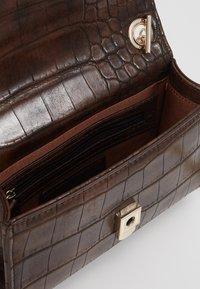 Valentino by Mario Valentino - AUDREY - Across body bag - brown - 3