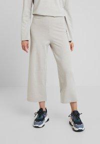 KIOMI - Trousers - camel - 0