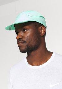 Nike Performance - FAST UNISEX - Cappellino - green glow - 0