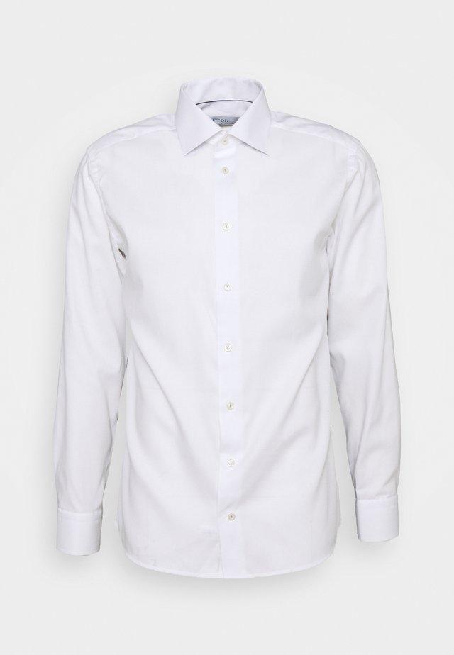 FINE DOTTED WEAVE SHIRT - Zakelijk overhemd - white
