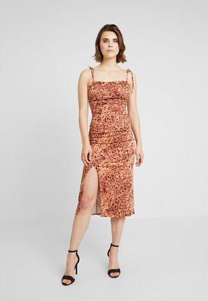 SHOW STOPPER MIDI - Denní šaty - brown combo