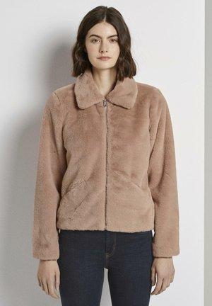 Veste d'hiver - rose fake fur