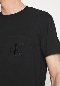 Calvin Klein Jeans - TONAL POCKET MONOGRAM TEE - Print T-shirt - black - 5