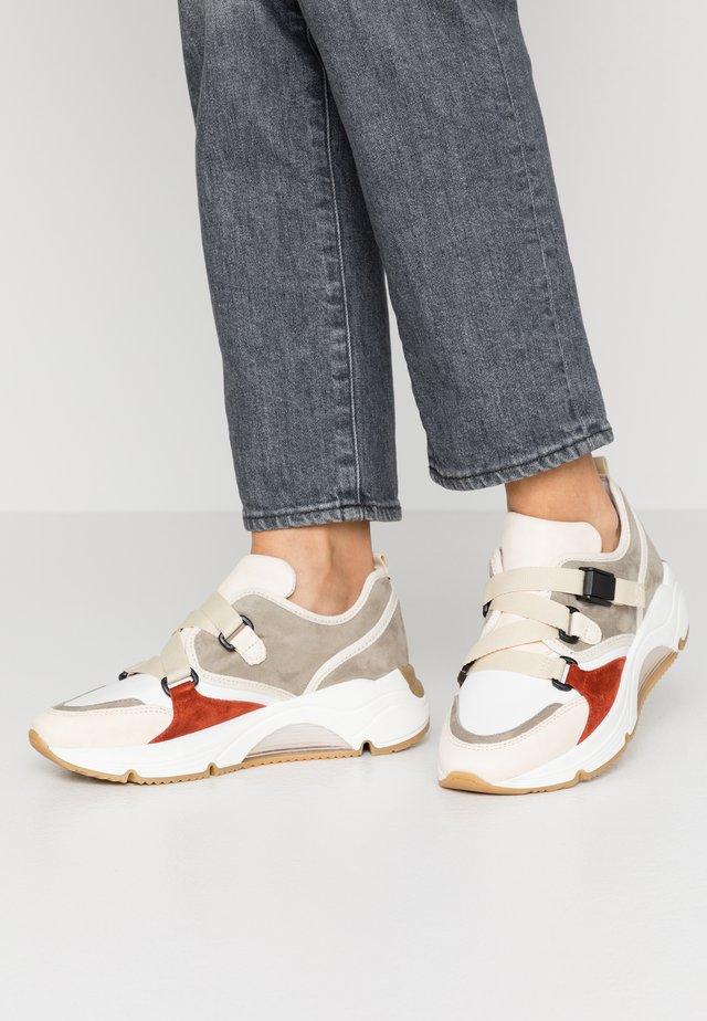 AMELIE - Sneakersy niskie - kaky