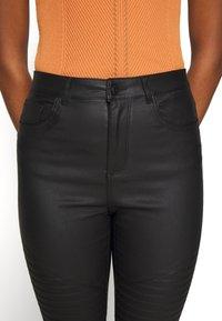 Vero Moda - VMSOPHIA SKINNY BIKER COATED  - Jeans Skinny Fit - black/coated - 5