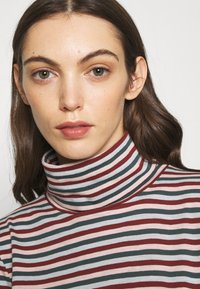 Madewell - WHISPER TURTLENECK IN GRINCH STRIPE - Long sleeved top - midnight green - 4