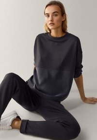 Massimo Dutti - MIT RUNDAUSSCHNITT  - Sweater - dark blue - 4
