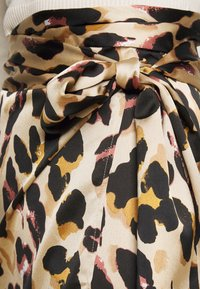Never Fully Dressed Petite - LEOPARD JASPRE SKIRT - Kokerrok - brown - 4