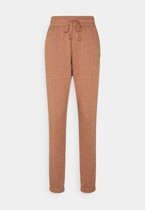 LIFESTYLE GYM TRACK PANTS - Pantalones deportivos - cashew marle