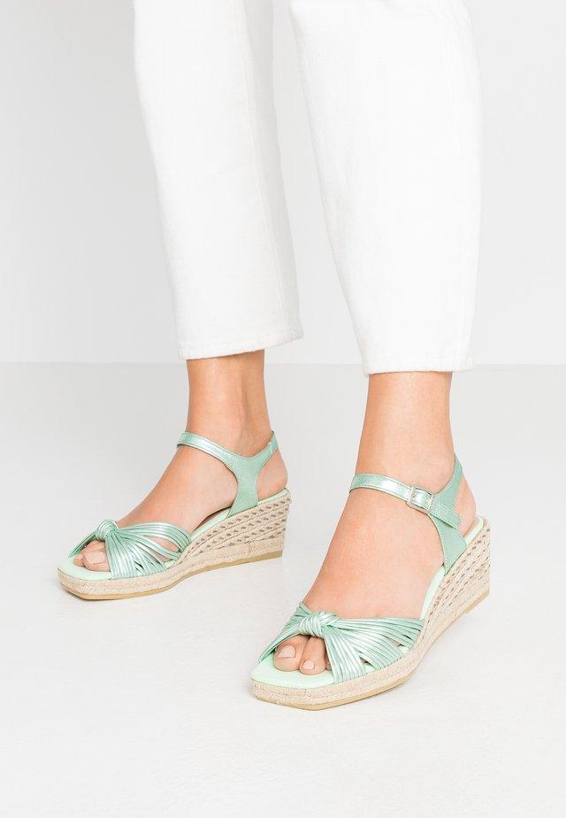 MAUI - Sandály na platformě - silver green