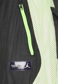 Jordan - TRACK PANT - Träningsbyxor - black/light liquid lime/electric green - 9