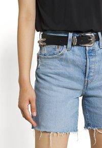 Levi's® - 501® MID THIGH SHORT - Szorty jeansowe - tango crushed short - 3