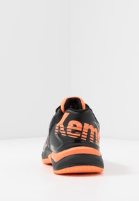 Kempa - ATTACK CONTENDER JUNIOR CAUTION - Handball shoes - black/fluo orange - 4