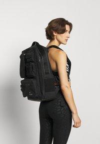 Nike Performance - UTILITY ELITE UNISEX - Rucksack - black/enigma stone - 2