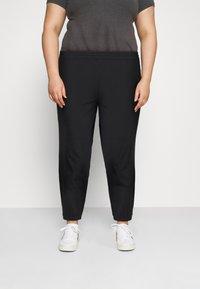 Nike Sportswear - PANT TREND PLUS - Pantalones deportivos - black/white - 0