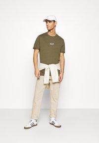 YOURTURN - Print T-shirt - olive - 1