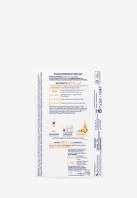 Nivea - Q10 ENERGY 7 DAYS GLOW BOOST AMPOULES - Set de soins du visage - - - 2