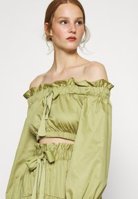 Who What Wear - OFF THE SHOULDER CROP - Blouse - cedar