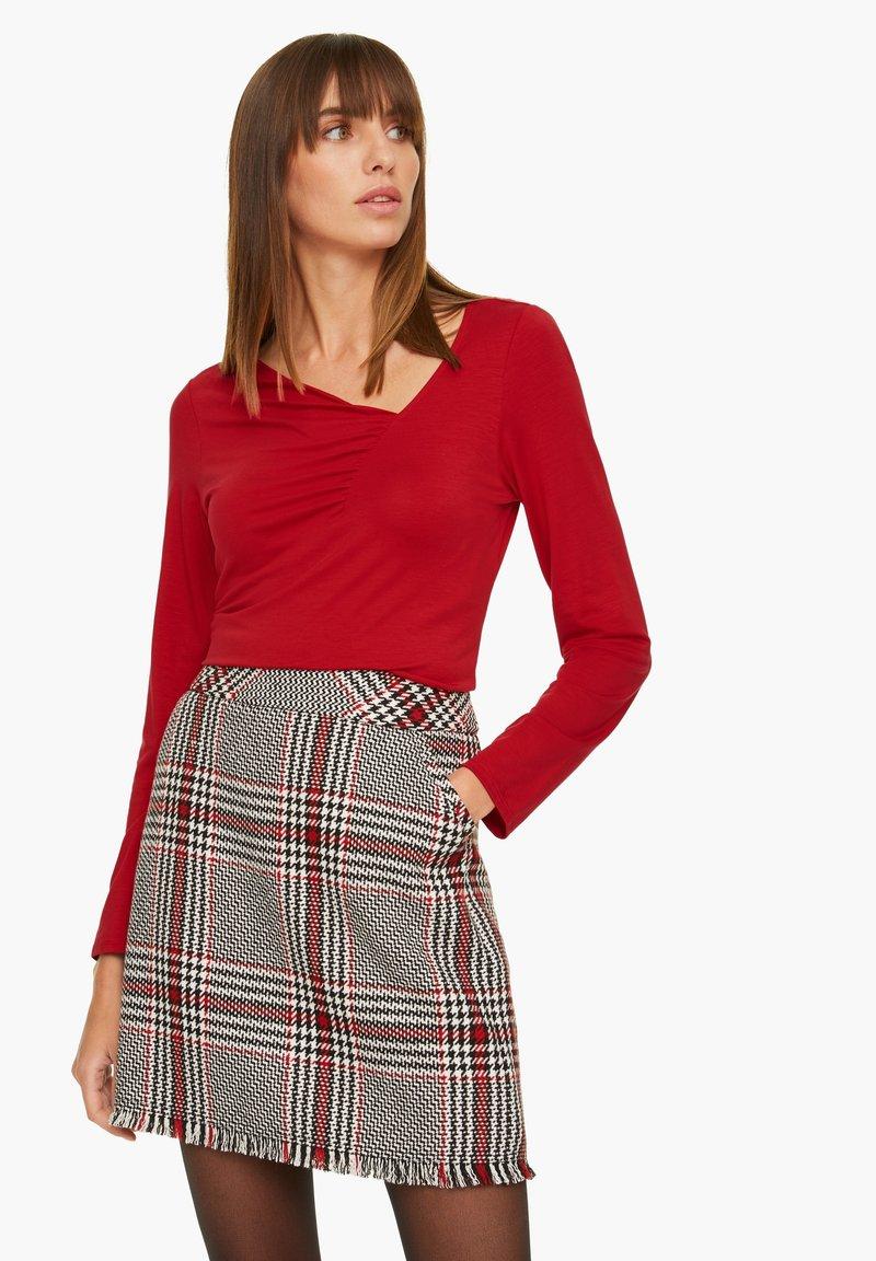 comma - MIT GERAFFTEM AUSSCHNITT - Long sleeved top - red