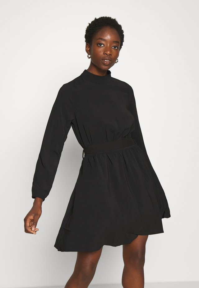 VIGORA TIE BELT HIGHNECK DRESS - Vestito estivo - black