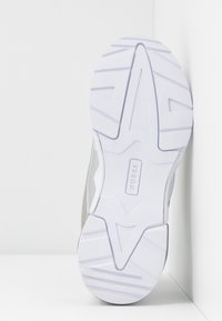 Guess - TANDEY - Sneakers - argent - 6