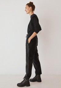 Mango - APPLE - Pantalon classique - černá - 5