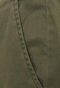 Vero Moda - VMFLASH BELT COLOR PANT - Trousers - ivy green - 5
