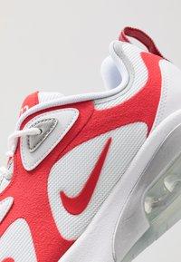 Nike Sportswear - AIR MAX 200 - Sneakersy niskie - white/university red/metallic silver - 5