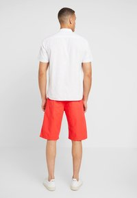 s.Oliver - RELAXED - Shorts - hyper red - 2