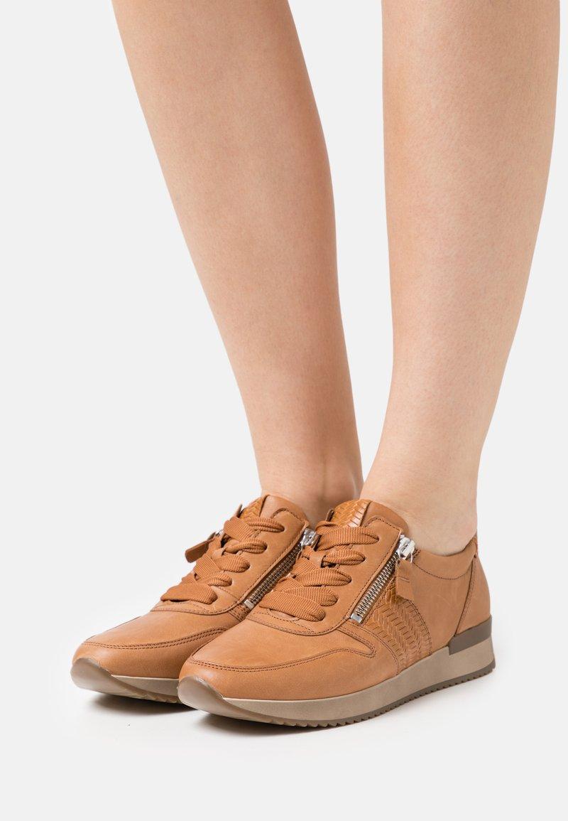 Gabor - Sneakers laag - cognac