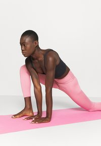 Nike Performance - THE YOGA 7/8 - Leggings - desert berry/heather/light arctic pink - 3