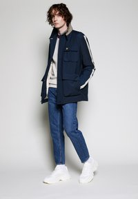 Lyle & Scott - ARCHIVE TWIN POCKET RELAXED FIT - Tunn jacka - dark navy - 3