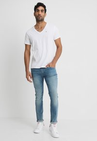 Tommy Jeans - ORIGINAL REGULAR FIT - T-paita - classic white - 1