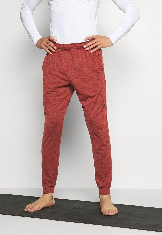 PANT - Teplákové kalhoty - redstone/bronze eclipse