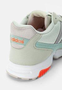 adidas Originals - ZX 1000  - Baskets basses - linen green/halo green/crystal white - 5