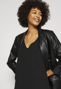 Wallis - V NECK CAMI - Top - black - 3
