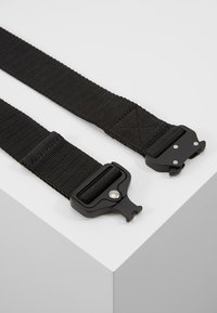 Urban Classics - WING BUCKLE BELT - Pasek - black
