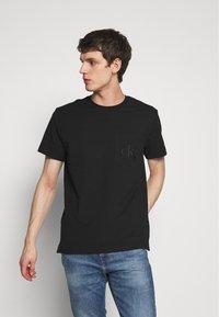 Calvin Klein Jeans - TONAL POCKET MONOGRAM TEE - Print T-shirt - black - 0