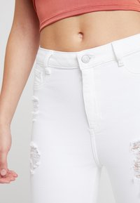 New Look - RIPPED HALLLIE DISCO MINNIE - Jeans Skinny Fit - white - 4