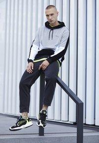 adidas Originals - YUNG-1 - Sneakers - core black/hi-res yellow - 6