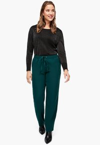 Triangle - REGULAR FIT - Trousers - emerald - 1