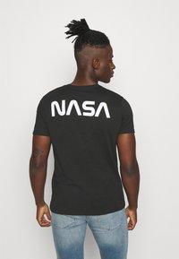 Alpha Industries - T-shirt con stampa - black - 2