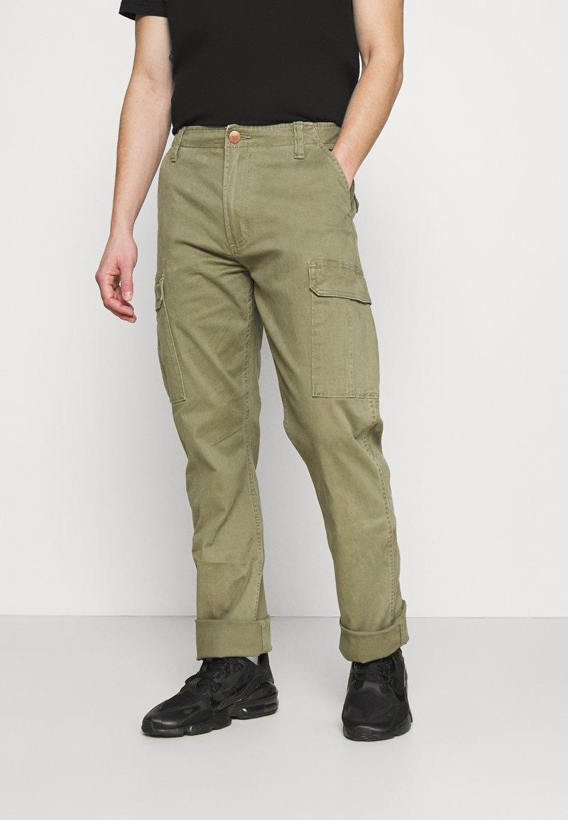 Wrangler - CASEY - Cargo trousers - lone tree green