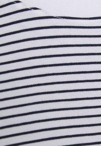 Pieces Curve - PCRIA FOLD UP TEE - Print T-shirt - bright white/maritime blue - 2