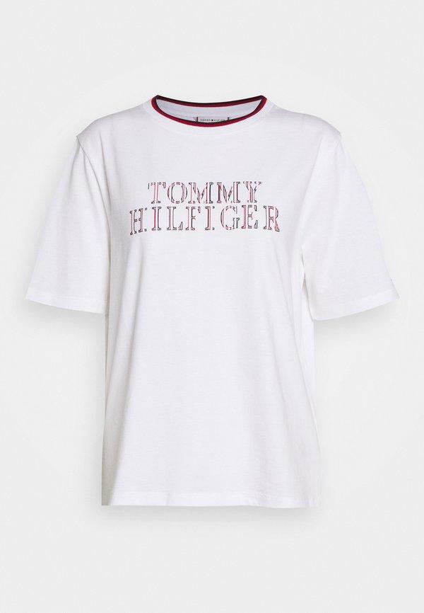 Tommy Hilfiger CARLY RELAXED - T-shirt z nadrukiem - white Nadruk Odzież Damska KRWU ND 7