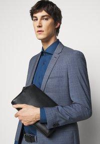 HUGO - KASON - Kostymskjorta - dark blue - 3