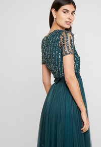 Maya Deluxe - STRIPE EMBELLISHED MAXI DRESS WITH BOW TIE - Ballkjole - emerald - 4