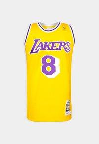 Mitchell & Ness - NBA KOBE BRYANT LA LAKERS 96-97 SWINGMAN - Club wear - light gold - 4