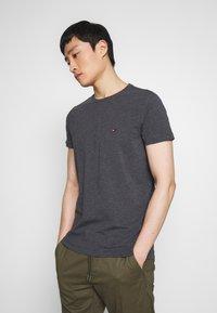 Tommy Hilfiger - STRETCH SLIM FIT TEE - T-shirt basic - grey - 0