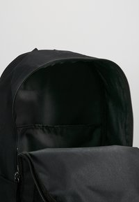 Nike Sportswear - HERITAGE - Ryggsäck - black/white - 4